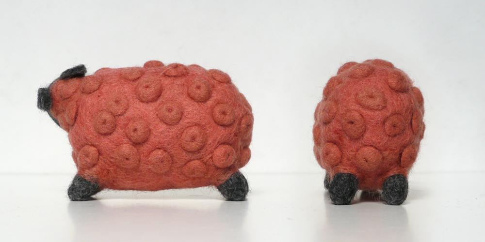 ウール100% 愛犬用のおもちゃ「ピンクの羊」/ Ware of dog